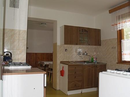 kuchyňka na chatě Matfyz