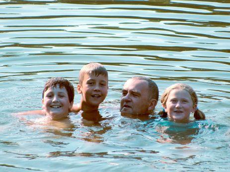 湖で泳ぐ - 池